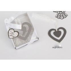 Segnalibro metallo forma cuore con nappa + scatola con fiocco