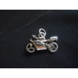 Ciondolo moto da corsa in ottone con bagno in argento CM 3