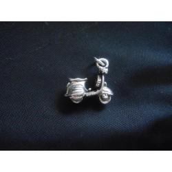 Ciondolo vespa in ottone con bagno in argento CM 3