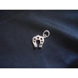 Ciondolo ferro di cavallo in ottone con bagno in argento CM 2