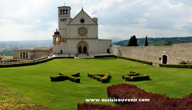 Assisi souvenir religiosi